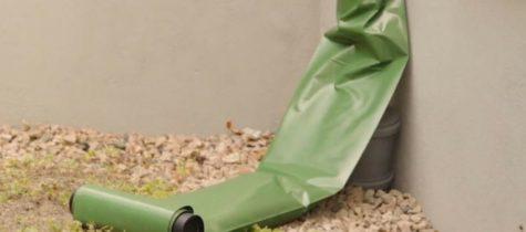 grön plastslang fäst på stuprör
